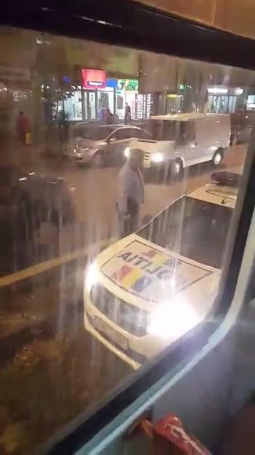 Masina de Politie blocata pe linia de tramvai