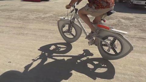 Bicicleta cu roti triunghiulare